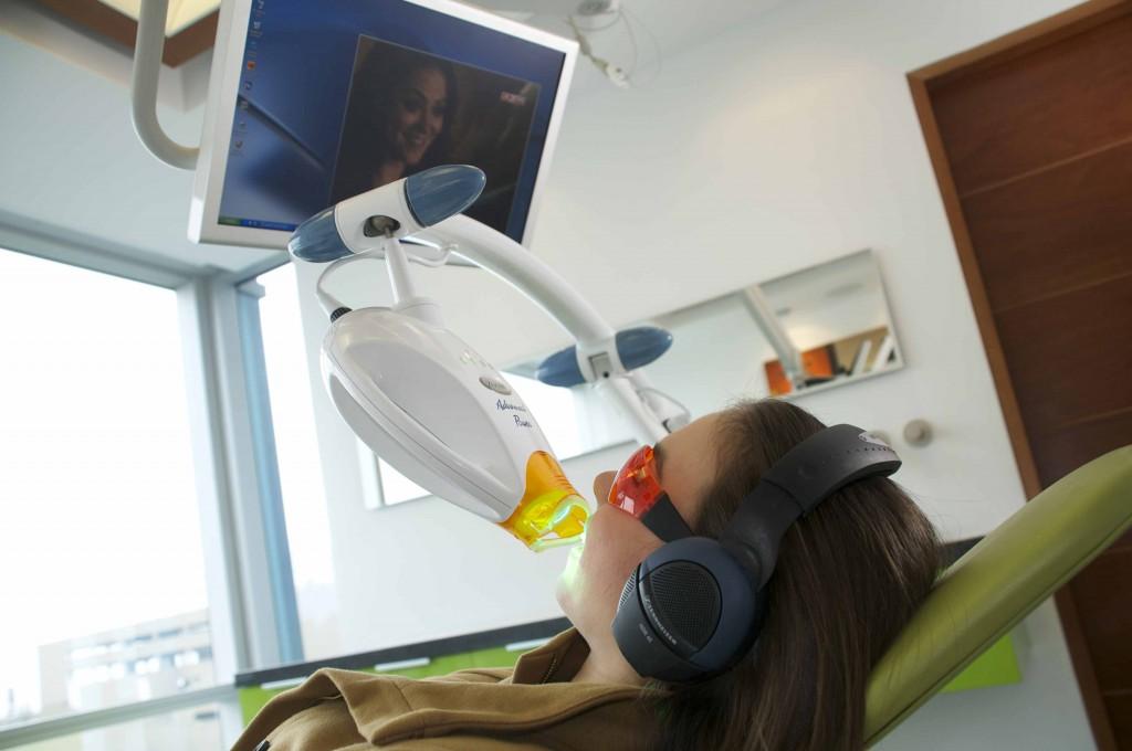 Отбеливание зубов ZOOM в «Элексир дента»